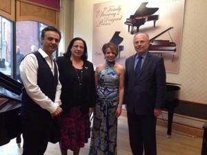 Tuncalı, Piyanist Rüya Taner ve Perküsyonist Dinçer Özer'in Steinway Hall'da gerçekleşen resitaline katıldı (10 Haziran 2015)