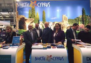 """Büyükelçi Oya Tuncalı """"Destinations Travel Show""""da yer alan KKTC ve Türkiye standlarını ziyaret etti"""